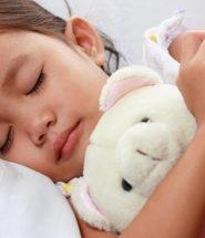 Criança dormindo póuco sono faz mal - informacaobrasil.com.br